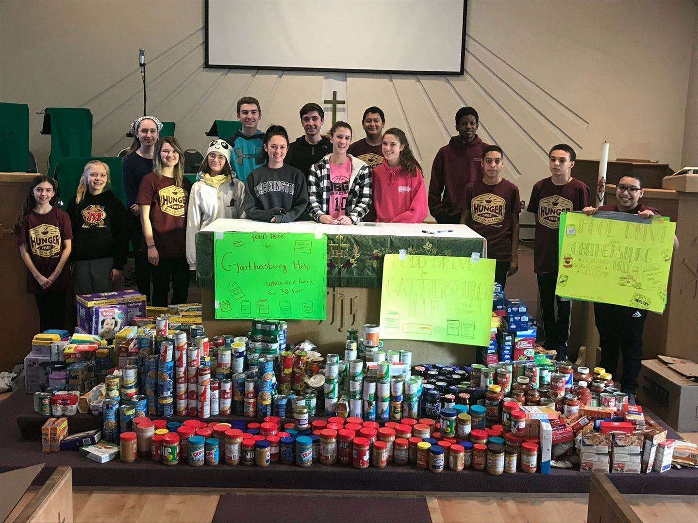 Youth collect canned goods for Gaithersburg HELP during 30 Hour Famine